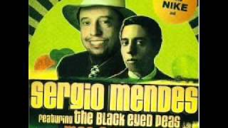 "Sergio Mendes ""Mas Que Nada"" feat. The Black Eyed Peas (Remix)"