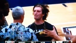 2014 UCSB STUDENT FAN STORMS COURT SOLO DURING HAWAII vs SANTA BARBARA CBB HIGHLIGHTS