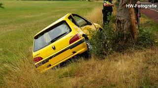 Auto tegen boom op Welsummerweg in Dalfsen