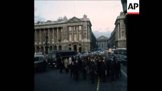 SYND 21-1-73 POLICE CLASH WITH DEMONSTRATORS OUTSIDE US EMBASSY