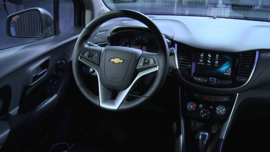 2017 Chevy Trax Interior B Roll, Apple CarPlay and Android ...