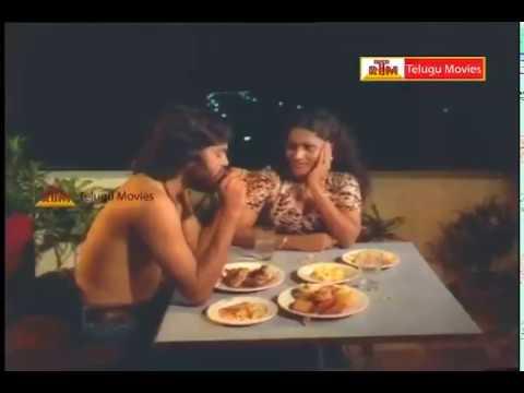 Download Kamal Haasan & Sridevi Lovely Scene - In Akali Rajyam Telugu Movie