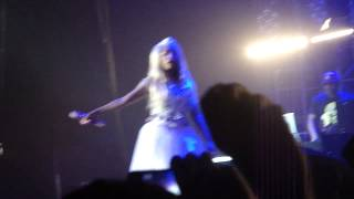 Nicki Minaj - Whip It -  Va Va Voom - Turn me on  ( Live )