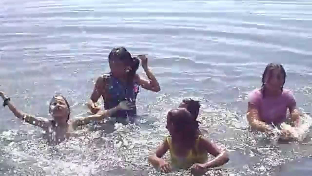 крутые цыганки купаются