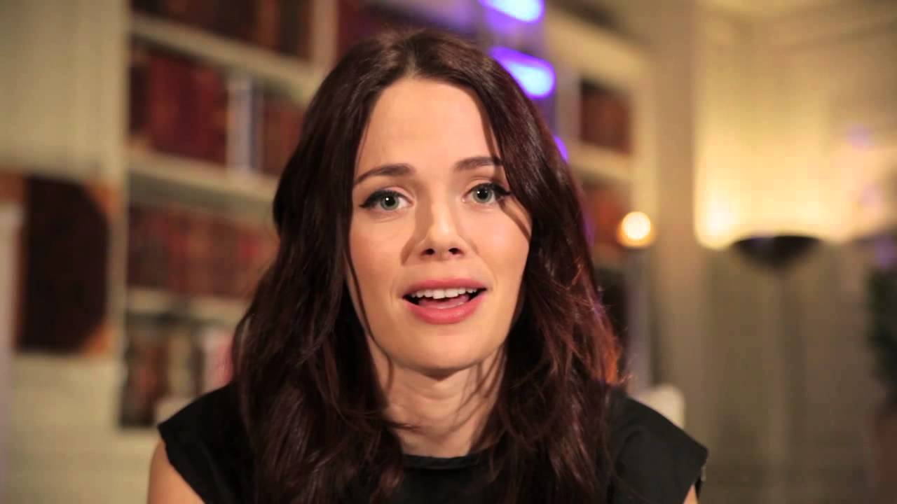 Sleepy Hollow star Katia Winter Q&A - YouTube