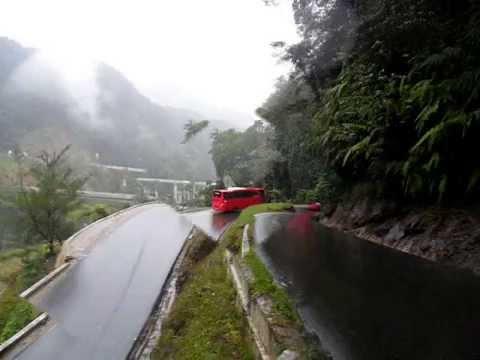 Bus Pariwisata Pekanbaru di kelok 9