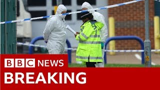Essex Police: 39 people found dead in lorry container - BBC News