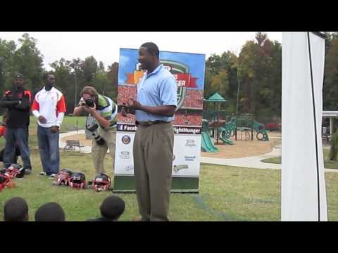 AYF & Kraft Huddle to Fight Hunger w/ NFL WR  Muhsin Muhammad