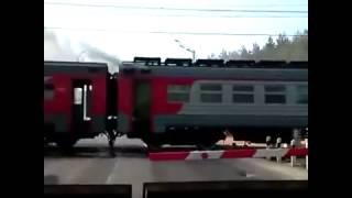 На переезде в Дорохово горит вагон электрички Москва-Можайск