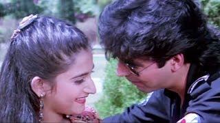 Akshay Kumar gets cozy with Mohini - Dancer, Romantic Scene 4/10