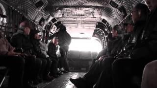 陸上自衛隊12旅団の相馬が原飛行場で開催された 輸送ヘリ・チヌークの搭...