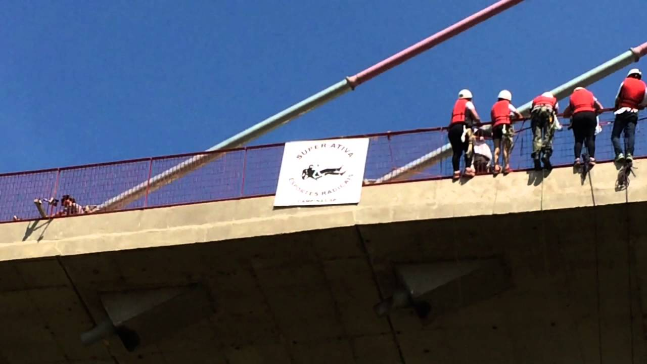 149 people jump off 98ft bridge in Hortolandia, Brazil.