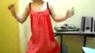 رقص بنوتة عراقية منزلي بقميص نوم احمر شفاف