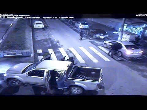 ARCOS: Bandidos usam reféns como escudo humano