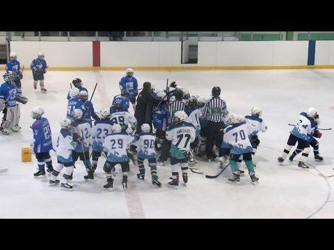 Russian Junior Hockey Fight. Хоккейная драка детских команд.