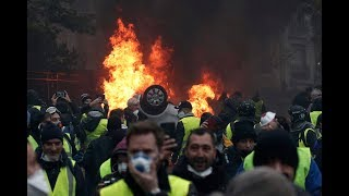 Baixar Macron is Cracking Down on the Yellow Vests
