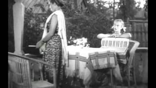 Тимур и его  команда (1940). Женя и аккордеон.