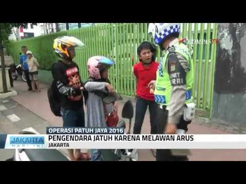 """Ibu Jatuh dari Motor, si Anak """"Marahin"""" Polisi"""