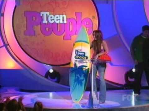 Lindsay lohan flashes at teen choice awards