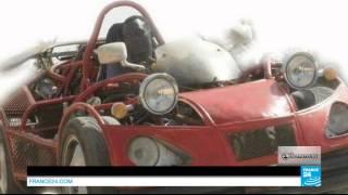 SÉNÉGAL - Baila Ndiaye, génie de la mécanique, construit une voiture avec des pièces de récupération