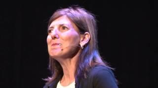 Desdramatizar la discapacidad | Ana Clara Tortone | TEDxUCES