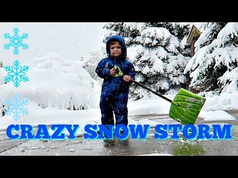CRAZY SNOW STORM - FLIP FLOPS IN THE SNOW CHALLENGE - PLAYING IN THE SNOW