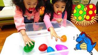 ●普段遊び●パパの恐竜の卵割って遊んだよ☆まーちゃん【6歳】おーちゃん【4歳】#596 thumbnail