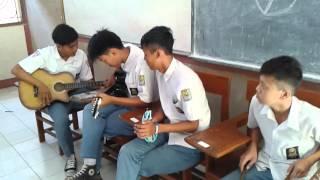 kegokilan anak SMA saat Ujian praktek seni musik (Fail)