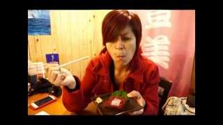 Rebecca Saw eating raw whale meat in Tsukiji Market Japan