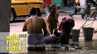 People bathing on the roadside - Kolkata