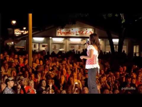 Sara Evans ~ Summerfest 2007 5  Suds In The Bucket