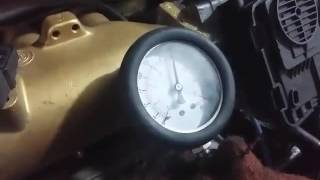 Замер компрессии в цилиндрах бензинового двигателя.