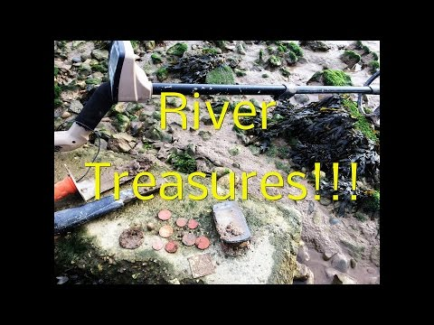 Metal Detecting UK, Searching for gold and silver on the river bank!