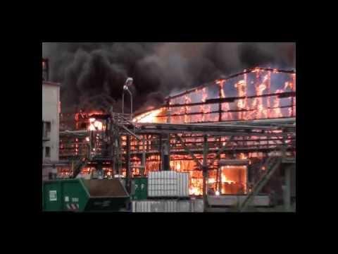 Großbrand bei Compo in Krefeld.wmv