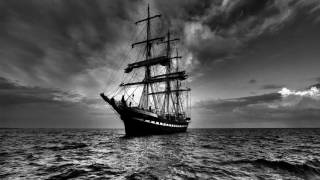 Noite de sono num barco em alto mar, ruído de madeira rangendo e ondas (1 hora)