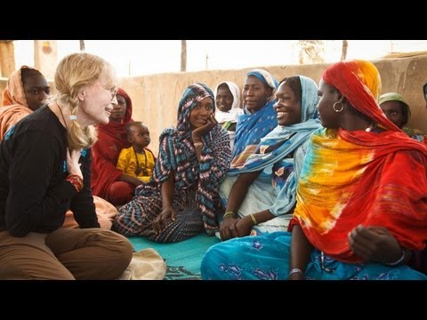 Mia Farrow visits Darfur refugees in Chad