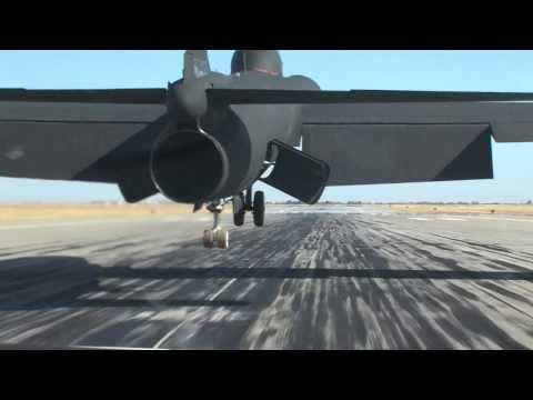 U-2 spy plane landing at Beale AFB U2 raw video