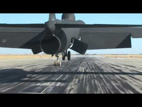 U-2 spy plane landing at Beale AFB U2 raw video
