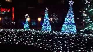 Jersey City, New Jersey - Newport Town Square Christmas Light Show HD (2012)