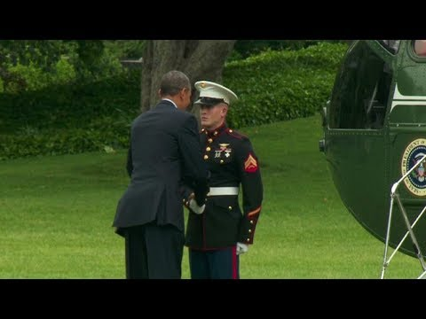 President Obama forgot to salute when he boarded Marine One. May 24, 2013
