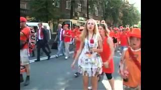 Repeat youtube video مشجعون هولنديون يتحرشون بمذيعة أوكرانية