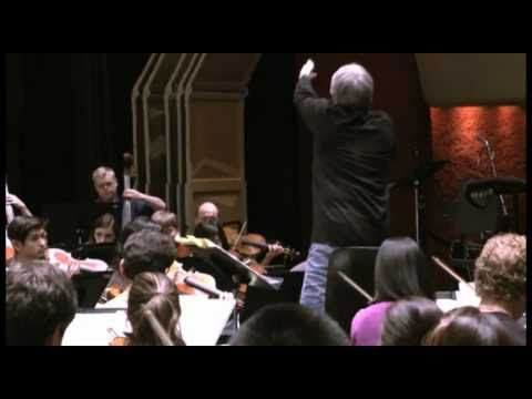 Cliff Colnot conducts the concert orchestra
