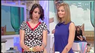 Yogurt fatto in casa - autoproduzione e decrescita felice - Lucia Cuffaro Rai 1 Chi fa da sè