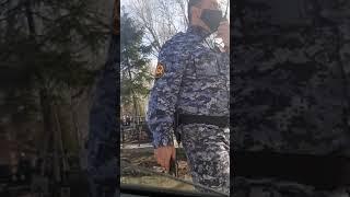 Неадекватный росгвардия   В хованском кладбище 18.04.2021г Resimi