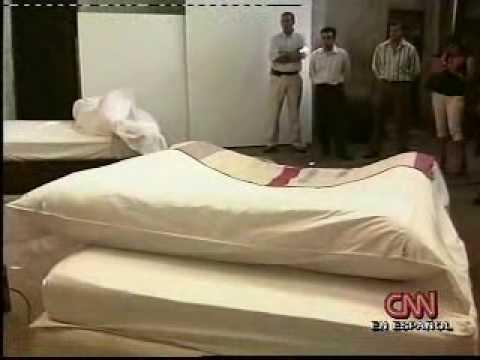 Cnn en espa ol reportaje 24 mar la cama que se hace sola for Mueble que se hace cama