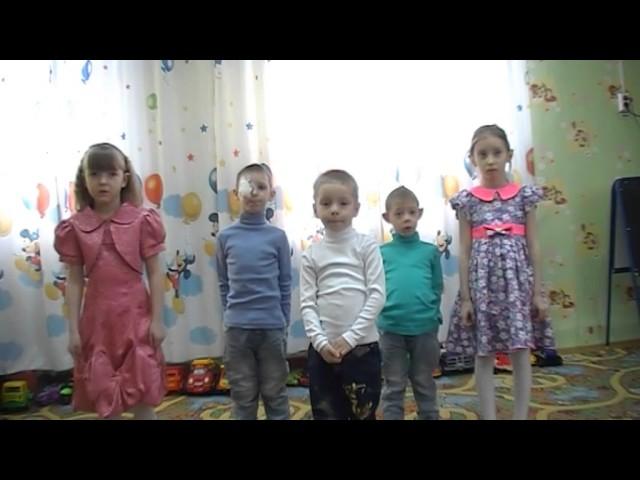 Изображение предпросмотра прочтения – «Лесосибирский детский дом» читают произведение «Что такое хорошо и что такое плохо» В.В.Маяковского