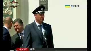 Яценюк и Порошенко смеются над кепкой Кличко. Прикол.