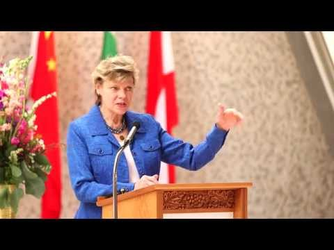 Cokie Roberts speaks at Woodlands Academy in Lake Forest, IL