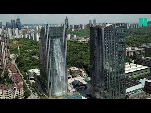 En Chine, un gratte-ciel improbable... avec cascade intégrée