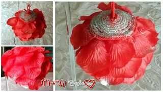 Come decorare sfere natalizie fai da te con petali